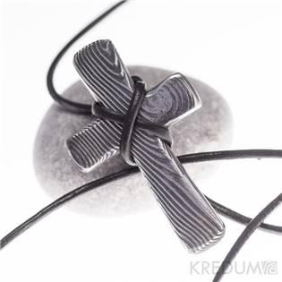Kovaný křížek z nerezové oceli damasteel
