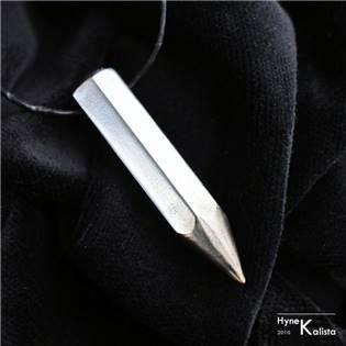 Kovaný nerezový přívěšek tužka