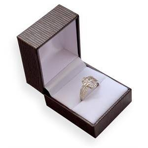 Hnědá koženková krabička na prsten