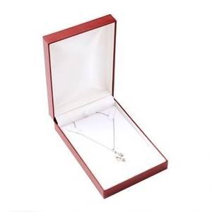 Červená koženková krabička na soupravu šperků