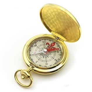 Zlacený kompas v uzavíratelném kovovém pouzdru