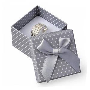 Malá dárková krabička na prsten šedá - bílé puntíky