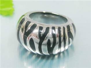 Ocelový prsten zebrovaný